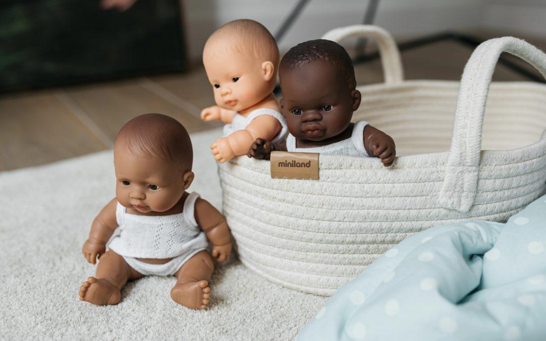 Cómo los muñecos de Miniland te ayudan a crecer