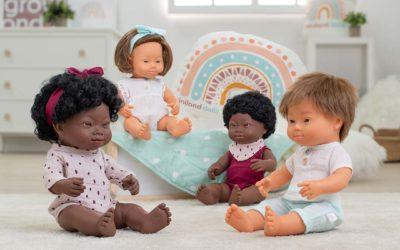 Los muñecos con Síndrome de Down y Amazing Inside de Miniland, ganadores de la medalla de oro y bronce en los Play for Change Awards